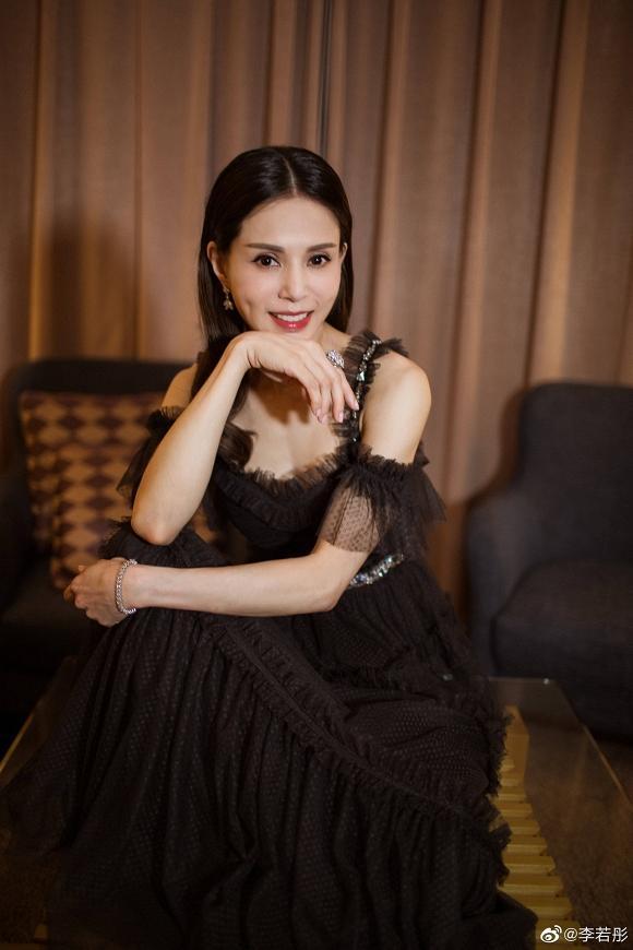 Tiểu Long Nữ Lý Nhược Đồng đẹp như nữ thần ở tuổi 45-6