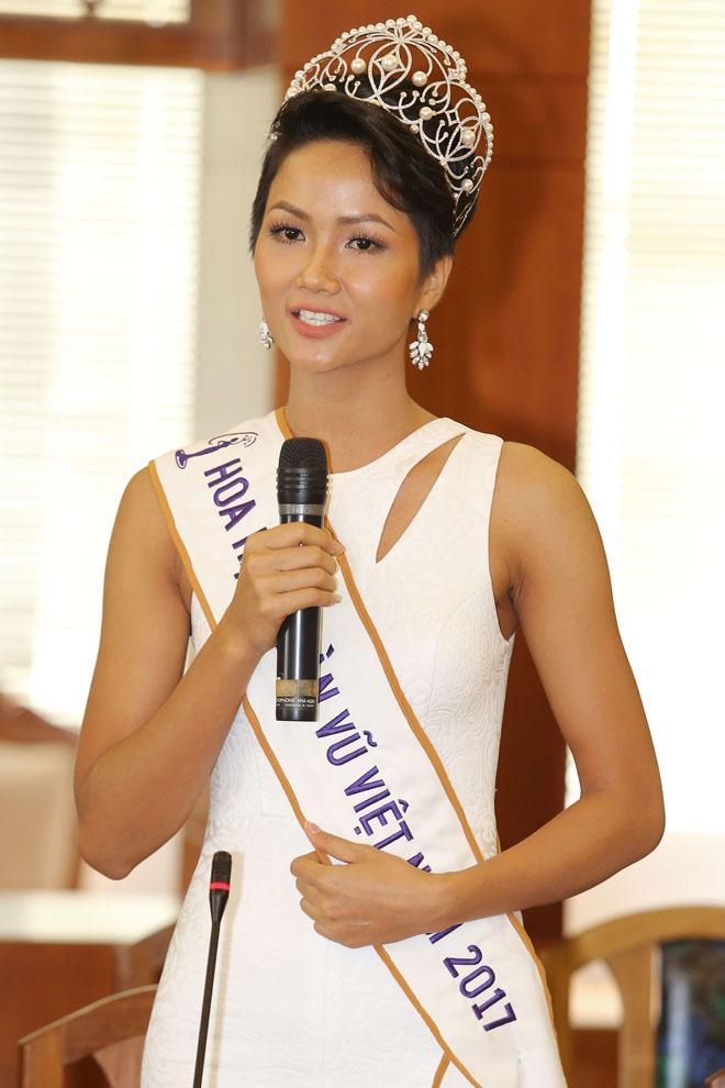 Hoa hậu Hoàn vũ Việt Nam tiếp theo chưa biết là ai nhưng HHen Niê đã làm gãy vương miện mất rồi!-6