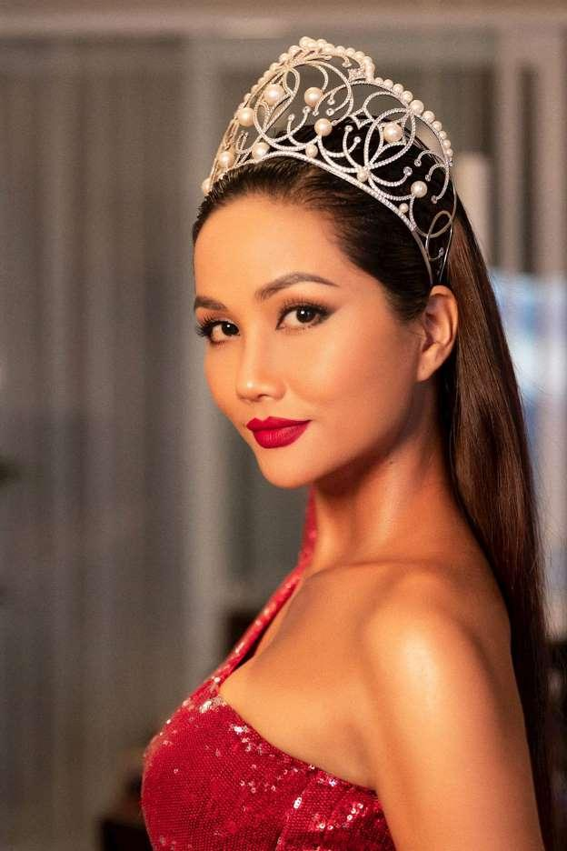 Hoa hậu Hoàn vũ Việt Nam tiếp theo chưa biết là ai nhưng HHen Niê đã làm gãy vương miện mất rồi!-7