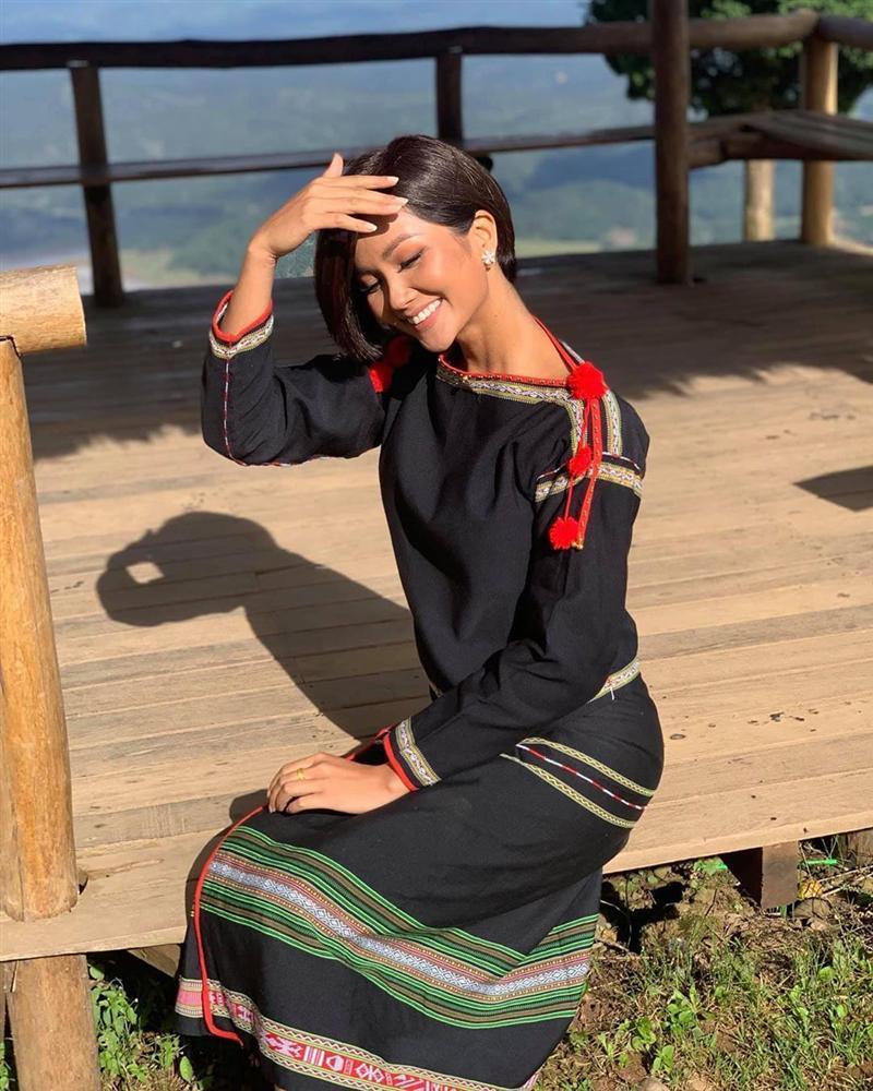 Xinh đẹp có số má nhưng HHen Niê vẫn phải ngậm ngùi: Tôi là cô gái da nâu bao chàng tránh xa-4