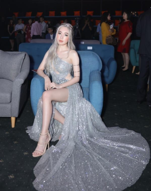Elly Trần chơi lớn, đi dự sự kiện thôi cũng múa tay cosplay thành Mẹ Rồng của Game of Thrones-1