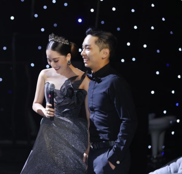 Elly Trần chơi lớn, đi dự sự kiện thôi cũng múa tay cosplay thành Mẹ Rồng của Game of Thrones-4