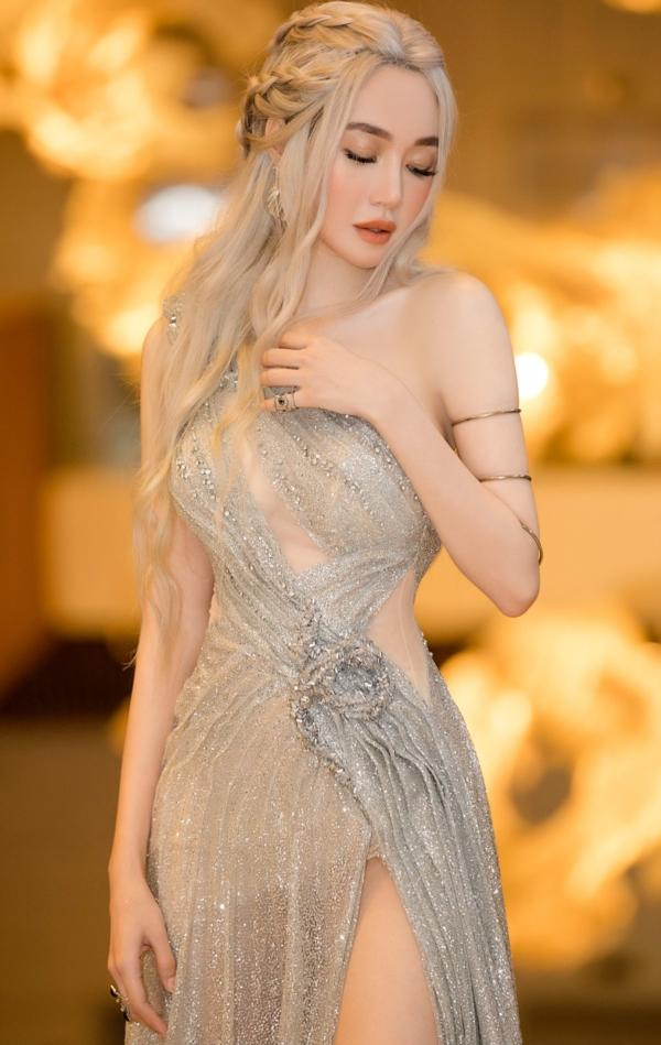 Elly Trần chơi lớn, đi dự sự kiện thôi cũng múa tay cosplay thành Mẹ Rồng của Game of Thrones-7