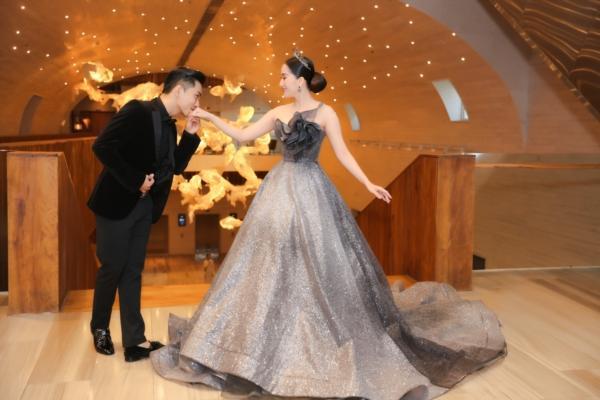 Elly Trần chơi lớn, đi dự sự kiện thôi cũng múa tay cosplay thành Mẹ Rồng của Game of Thrones-12