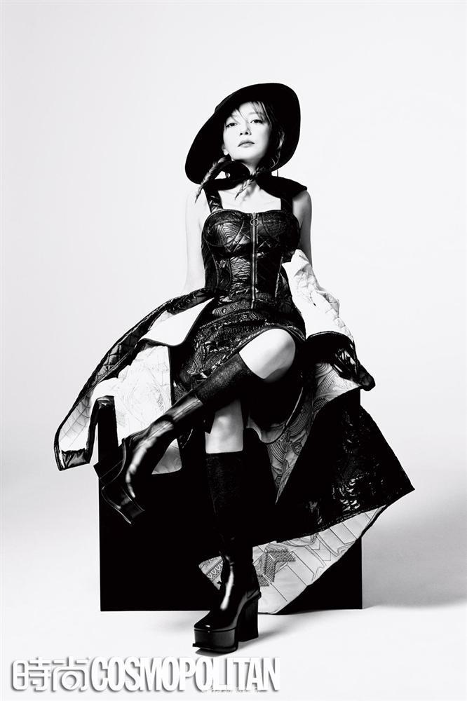 Triệu Vy lột xác cùng phong cách gothic ma mị trên tạp chí thời trang Cosmopolitan-3