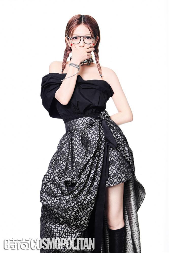 Triệu Vy lột xác cùng phong cách gothic ma mị trên tạp chí thời trang Cosmopolitan-6