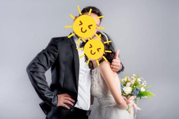 Bạn trai gửi 2 tấm ảnh cưới ôm ấp gái lạ, cô gái sôi tiết nhờ dân mạng bày cách xử lý-2