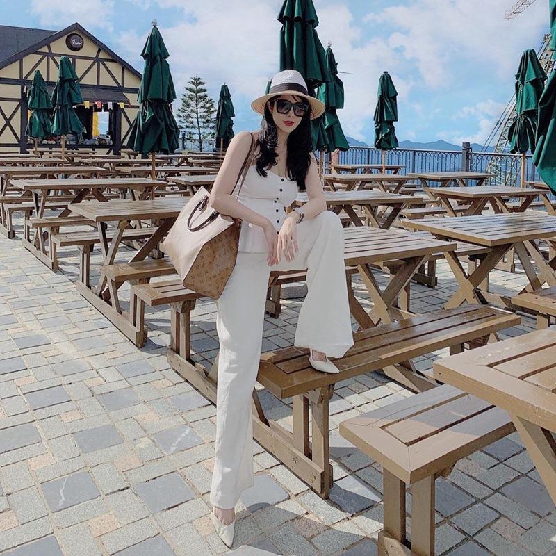 Khoe street style mùa du lịch cùng sắc vàng nổi bật như cặp chị chị em em Hồ Ngọc Hà - Minh Hằng-5