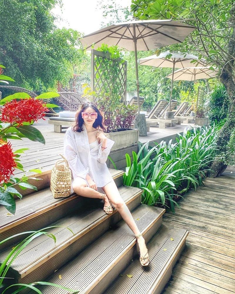 Khoe street style mùa du lịch cùng sắc vàng nổi bật như cặp chị chị em em Hồ Ngọc Hà - Minh Hằng-7