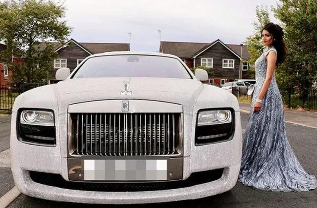 Nữ sinh khiến thiên hạ phải trầm trồ khi đi dạ hội bằng siêu xe Roll Royce nạm pha lê-2