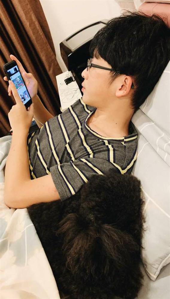 BẤT NGỜ CHƯA: Lâu lâu không lên sóng mà em trai Á hậu Huyền My đã có màn dậy thì trên cả thành công rồi đây-3