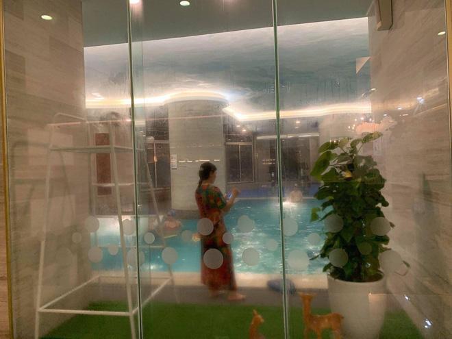 Hà Nội: Bé gái khoảng 5 tuổi bị đuối nước nhập viện cấp cứu khi đi bơi cùng bà tại bể bơi khách sạn-1