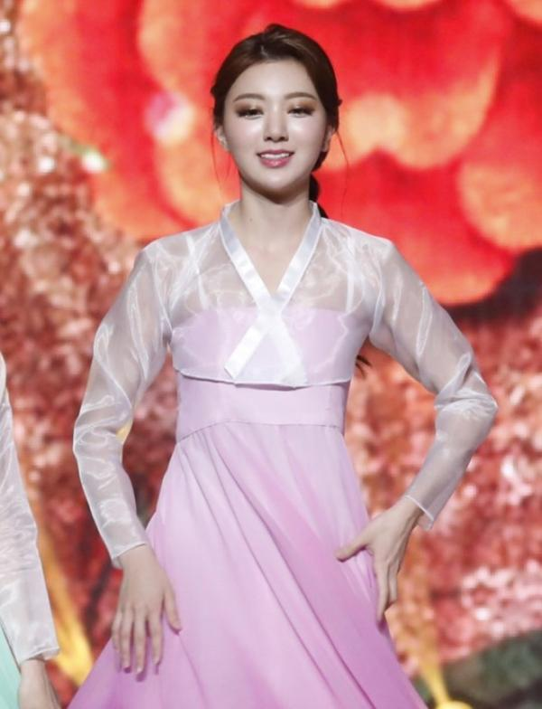 Diện hanbok theo kiểu khoe thân, Top 6 Hoa hậu Hàn Quốc 2019 bị ném đá không trượt phát nào-6