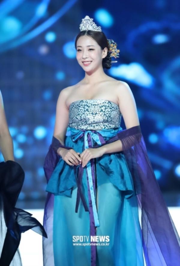 Diện hanbok theo kiểu khoe thân, Top 6 Hoa hậu Hàn Quốc 2019 bị ném đá không trượt phát nào-7