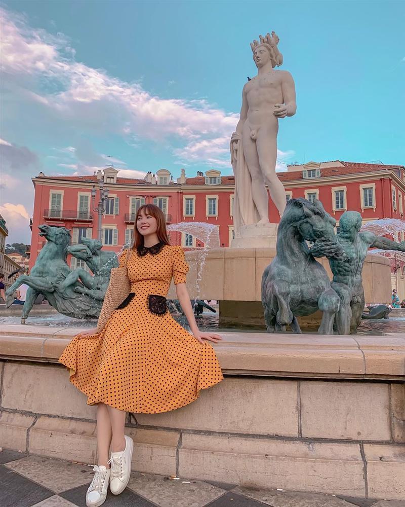 Khoe street style mùa du lịch cùng sắc vàng nổi bật như cặp chị chị em em Hồ Ngọc Hà - Minh Hằng-3