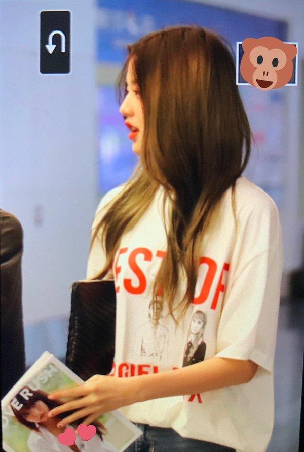 Mỹ nhân 15 tuổi đẹp nhất Hàn Quốc nhóm IZ*ONE gây xôn xao khi cầm tạp chí 18+ ra nơi công cộng-1