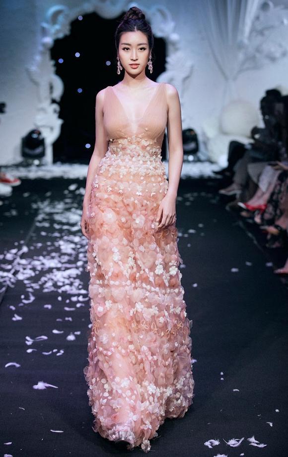 Chỉ cần 1 chiếc váy body, Hương Giang chặt đẹp dàn công chúa từ Ngọc Trinh, Huyền My đến Tiểu Vy-3