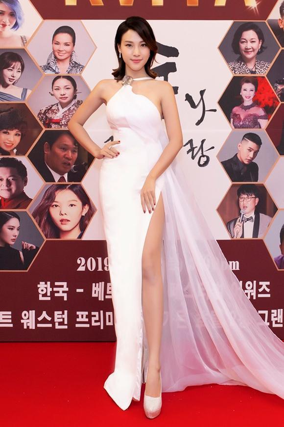 Chỉ cần 1 chiếc váy body, Hương Giang chặt đẹp dàn công chúa từ Ngọc Trinh, Huyền My đến Tiểu Vy-6