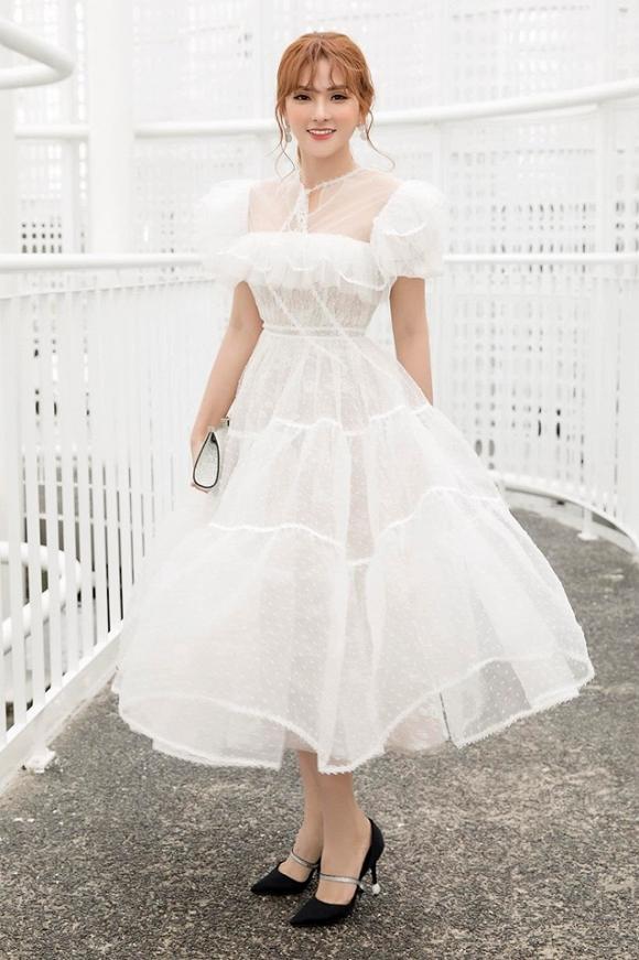 Chỉ cần 1 chiếc váy body, Hương Giang chặt đẹp dàn công chúa từ Ngọc Trinh, Huyền My đến Tiểu Vy-9