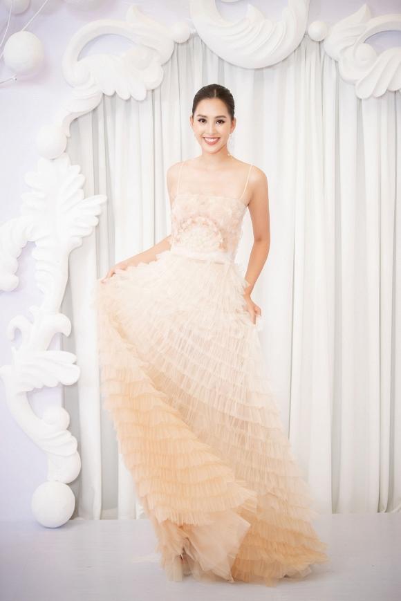 Chỉ cần 1 chiếc váy body, Hương Giang chặt đẹp dàn công chúa từ Ngọc Trinh, Huyền My đến Tiểu Vy-10