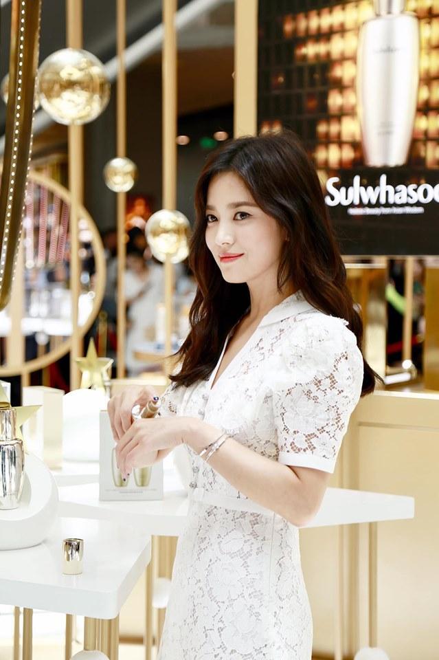 Giữa bão ly hôn Song Joong Ki, Song Hye Kyo vẫn đẹp không tì vết và được các thương hiệu lớn ưu ái-4
