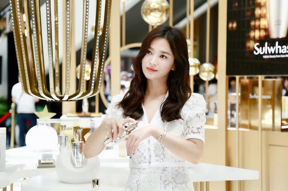 Giữa bão ly hôn Song Joong Ki, Song Hye Kyo vẫn đẹp không tì vết và được các thương hiệu lớn ưu ái-5