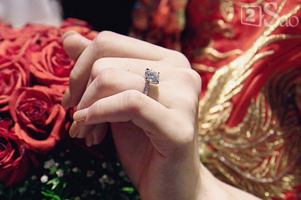 HOT: Đông Nhi - Ông Cao Thắng bị đánh úp, bất ngờ tổ chức hôn lễ ngay tại phi trường lúc nửa đêm-13