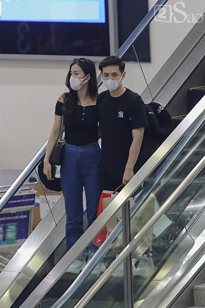 HOT: Đông Nhi - Ông Cao Thắng bị đánh úp, bất ngờ tổ chức hôn lễ ngay tại phi trường lúc nửa đêm-2