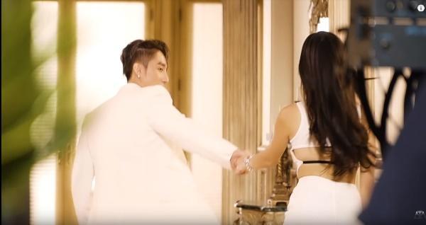 Sơn Tùng lần đầu tiết lộ những cảnh tình tứ với người đẹp Madison Beer trong clip hậu trường MV Hãy trao cho anh-3