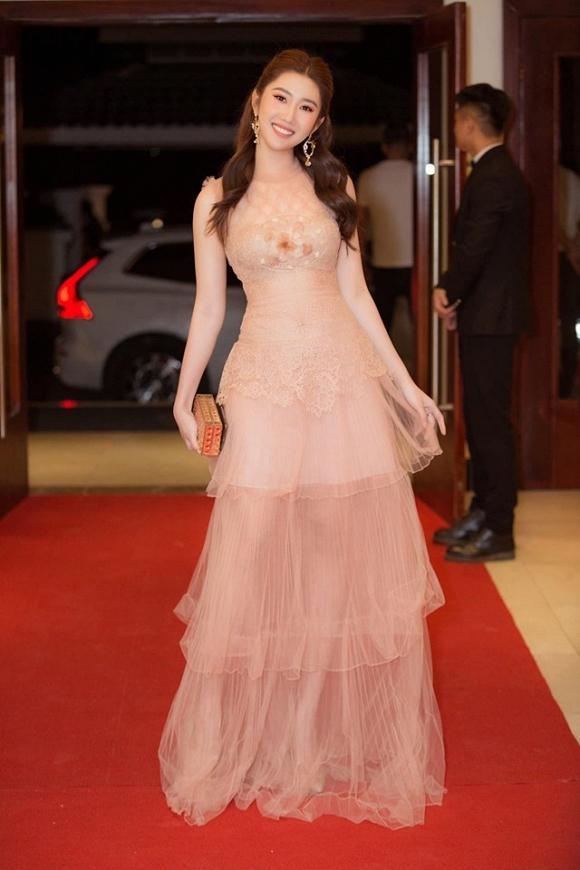 Chỉ cần 1 chiếc váy body, Hương Giang chặt đẹp dàn công chúa từ Ngọc Trinh, Huyền My đến Tiểu Vy-12