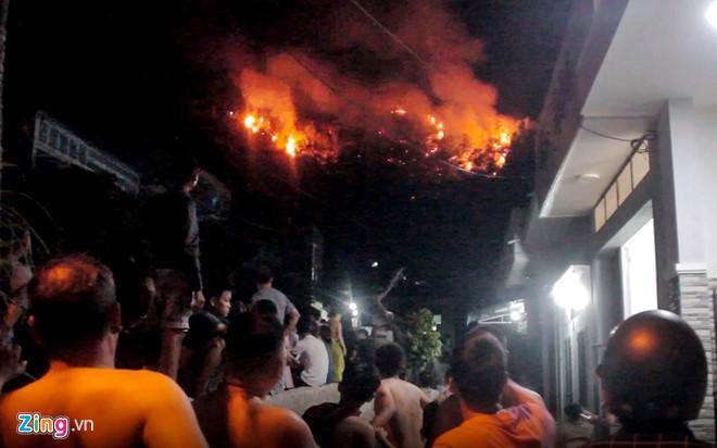 Cháy rừng ở Quy Nhơn, hàng trăm người tháo chạy-1
