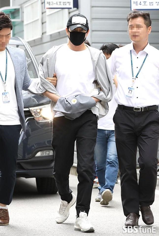 Park Shin Hye giản dị bất ngờ khi đi du lịch cùng gia đình-6