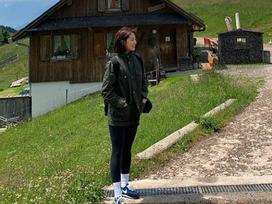 Park Shin Hye giản dị bất ngờ khi đi du lịch cùng gia đình