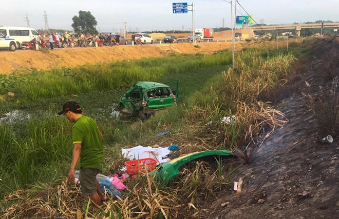 Cảnh tàu hỏa hất văng taxi Mai Linh khiến 2 người tử vong-1