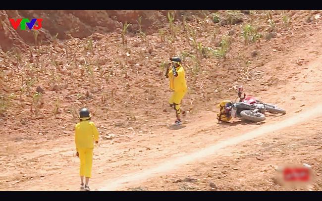 Cùng Minh Triệu chạy xe trên địa hình quá nguy hiểm, Kỳ Duyên khóc ròng vì sợ chết giữa chốn hoang sơ-1