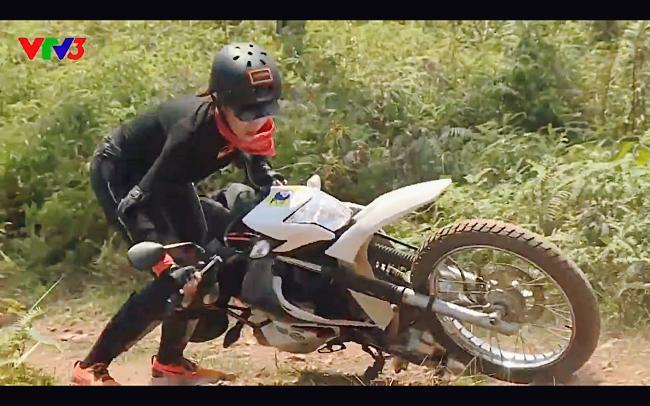 Cùng Minh Triệu chạy xe trên địa hình quá nguy hiểm, Kỳ Duyên khóc ròng vì sợ chết giữa chốn hoang sơ-4