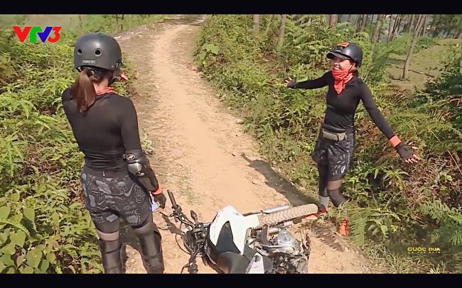 Cùng Minh Triệu chạy xe trên địa hình quá nguy hiểm, Kỳ Duyên khóc ròng vì sợ chết giữa chốn hoang sơ-7