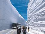 Con đường nằm giữa tường tuyết cao 20 m hút khách ở Nhật Bản