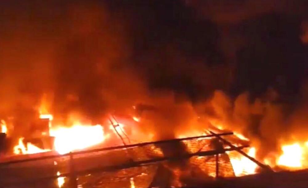 Cháy chợ kinh hoàng ở Đắk Lắk, gần 50 ki ốt thành tro-1