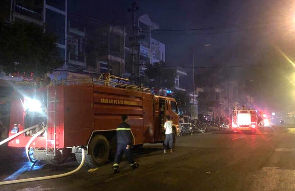 Cháy chợ kinh hoàng ở Đắk Lắk, gần 50 ki ốt thành tro-2