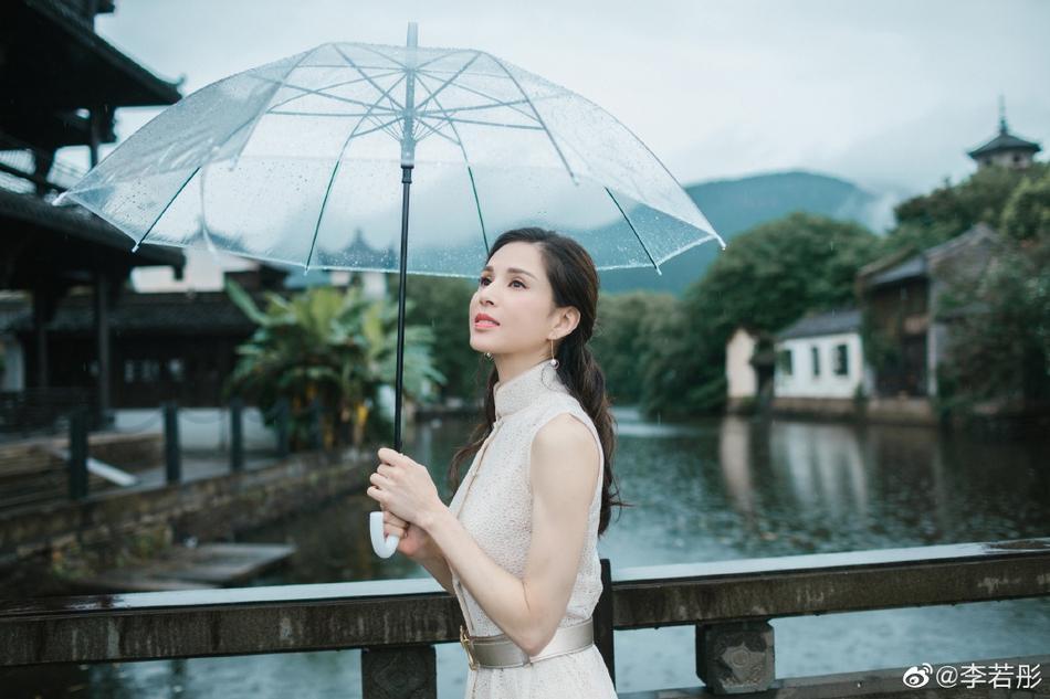 U50 Cô Cô Lý Nhược Đồng khiến fan loạn nhịp trước vẻ đẹp lão hóa ngược khác hẳn loạt ảnh nhăn nheo trước đó-9
