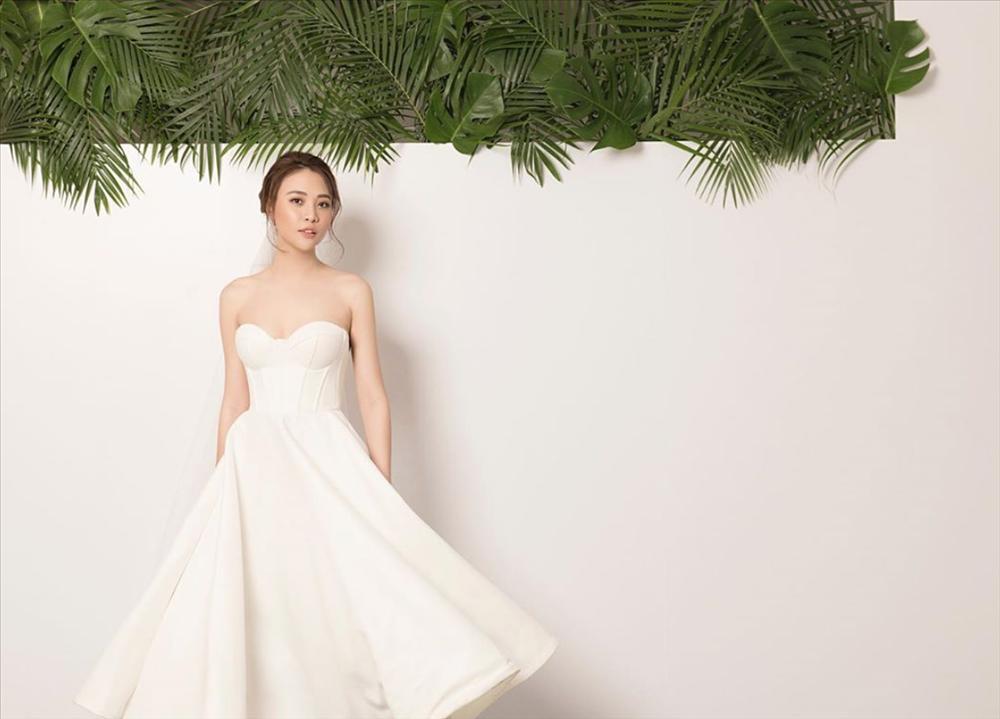 Ơn giời, chiếc váy gợi cảm nhất từ trước đến nay này mới là váy cưới chính thức của Đàm Thu Trang?-2