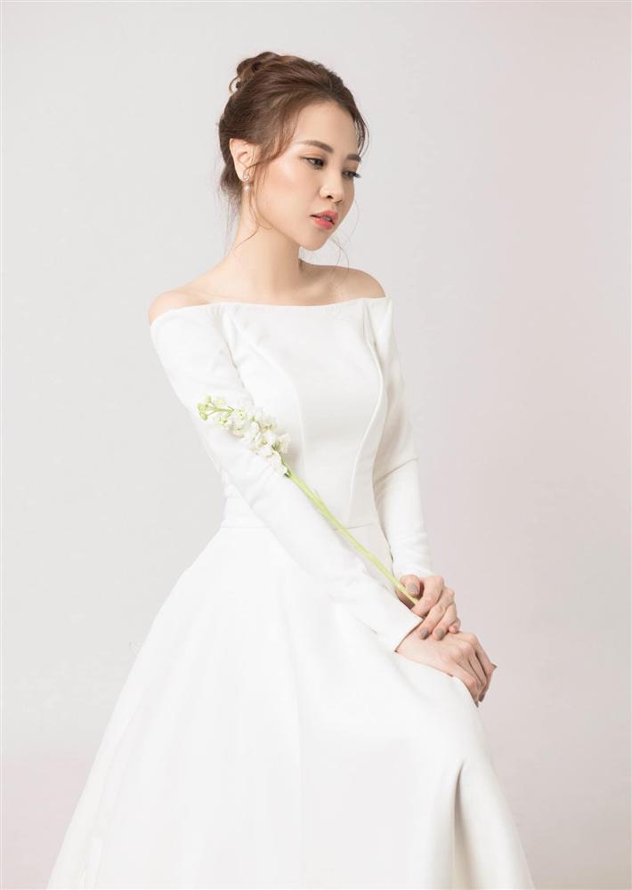 Ơn giời, chiếc váy gợi cảm nhất từ trước đến nay này mới là váy cưới chính thức của Đàm Thu Trang?-3