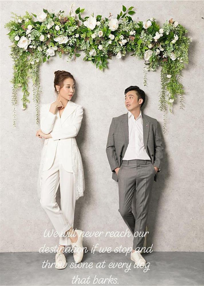 Ơn giời, chiếc váy gợi cảm nhất từ trước đến nay này mới là váy cưới chính thức của Đàm Thu Trang?-6