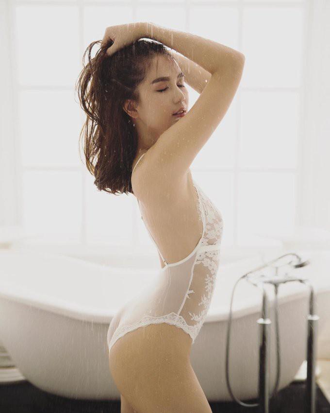 Ngọc Trinh tung clip mặc bikini nóng bỏng mắt, phô diễn thân hình trứ danh showbiz-1