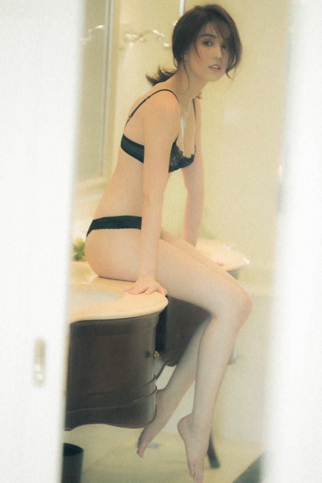 Ngọc Trinh tung clip mặc bikini nóng bỏng mắt, phô diễn thân hình trứ danh showbiz-2