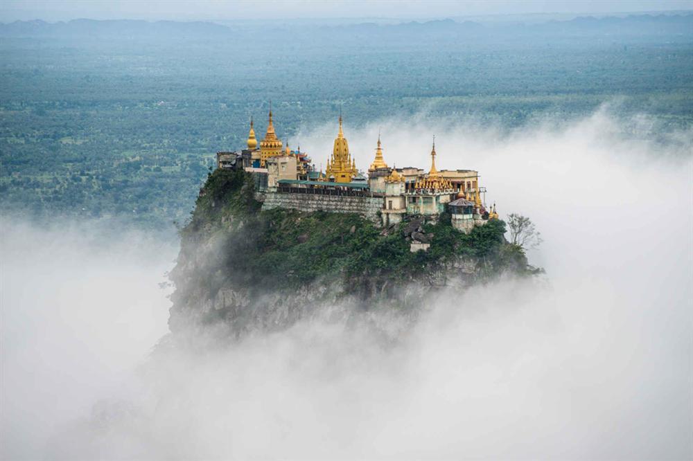Độc đáo tu viện dát vàng giữa vùng đất mây vờn ở Myanmar-1