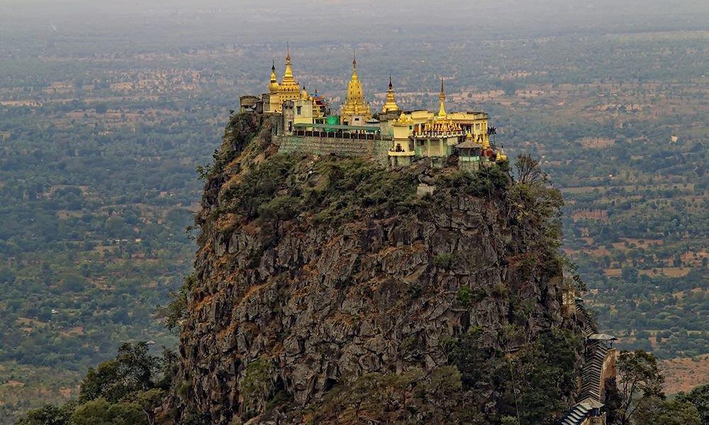 Độc đáo tu viện dát vàng giữa vùng đất mây vờn ở Myanmar-2
