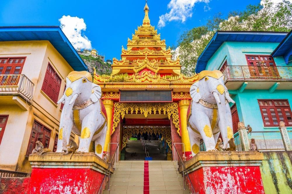 Độc đáo tu viện dát vàng giữa vùng đất mây vờn ở Myanmar-4