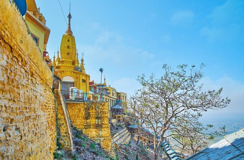Độc đáo tu viện dát vàng giữa vùng đất mây vờn ở Myanmar-7